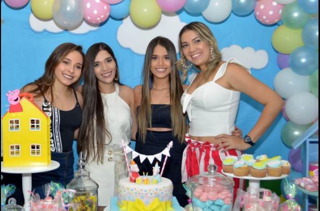 Ana Milena Cardona, Daniela Villalba, Valentina Villalba y Meilen Villalba.