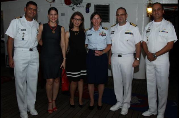 Carlos Romero, Liliana Salazar, Magda de Spicker, Brooke Millard, José Savid Spicker y Julián Cuartas.