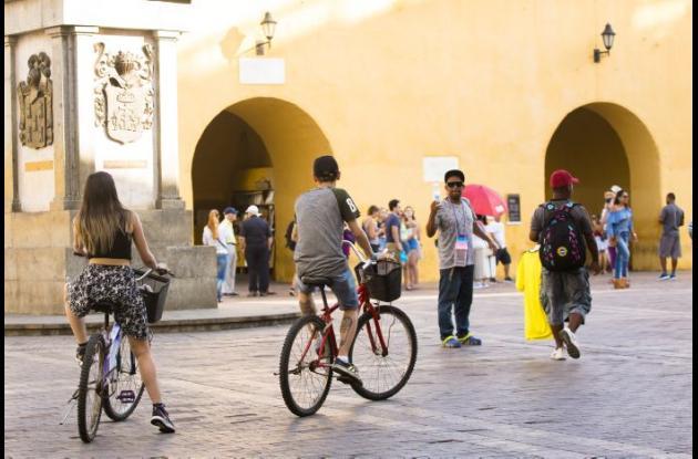 Ciclistas recorren el Centro Histórico.
