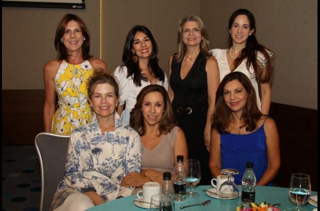 De pie: Estella Gedeón, Silvia Torres, Claudia Méndez y Johana Mallarino; sentadas: Ruby Rumié, Elizabeth Diazgranados y Mayra Hernández.