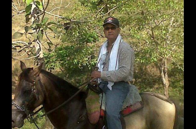 Hombre subido en un caballo. Jorge Zacarías Milanés Fernández.