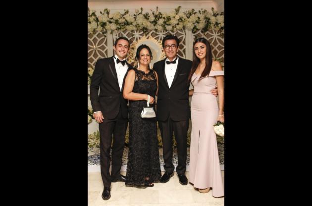 Juan Carlos Castellanos Del Río, Claudia Del Río, Juan Carlos Castellanos y Martina Castellanos.