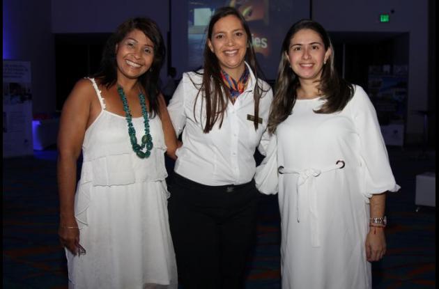 Luz Mary Zárate, Katherine Vieira y Priscila González.