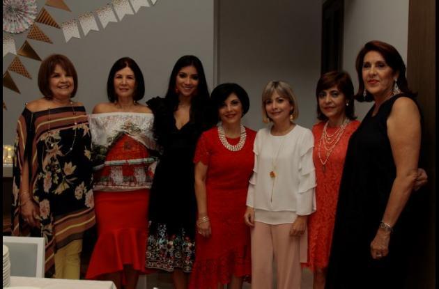 María Emilia Vergara, María Cristina Lequerica; la agasajada, Sofía Castellanos Lequerica; Claudia Lequerica, Martha Lequerica, Moraima Lequerica y Marcela Castellanos.