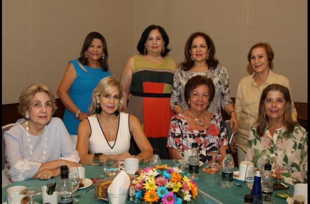 De pie: Myriam Espinosa, Linda Porto, Alicita de Berrío y Katia de Camacho; sentadas: Carmen de Henríquez, Martha Tono, Mayito de Del Castillo y Lina de Ballesteros.
