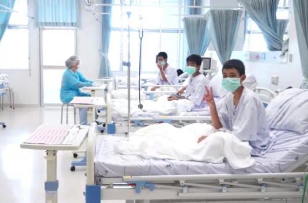Niños tailandeses hospitalizados