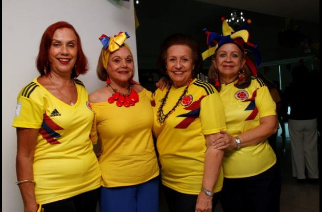 Nora Ramírez, Edith de Vargas, Marina Mendoza y Mábel de Castañeda.