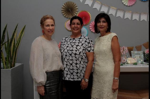 Rosa Elena Núñez, Merce Vélez y Carmiña Cabrales.