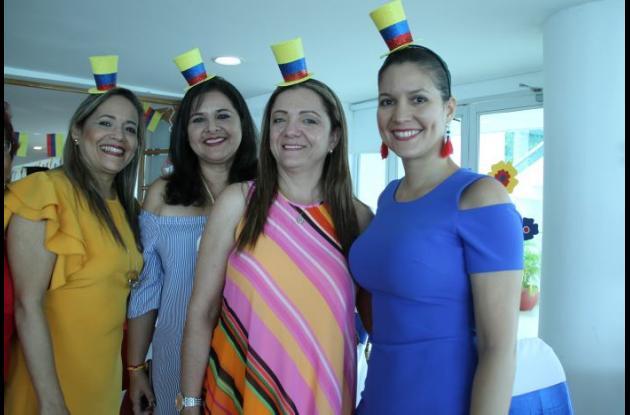 Silvia Vergara de Escobar, Patricia Ospina de González, Adiela Valencia de Clavijo y Liliana Salazar de Romero.