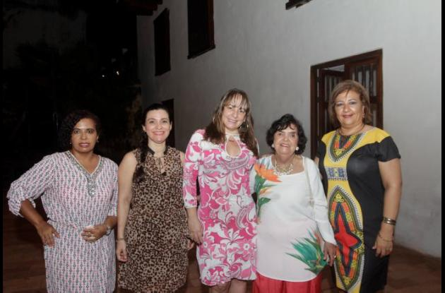 Tania Maza, Claudia Pérez, Diana Pereira, Rita Angulo y Claudia Pereira.
