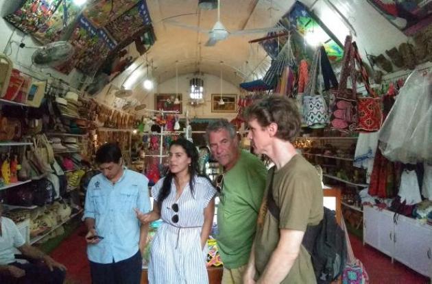 Charla lanzamiento sello protección tortuga Carey. Las Bóvedas. Venta de artesanía. Cartagena 2018.