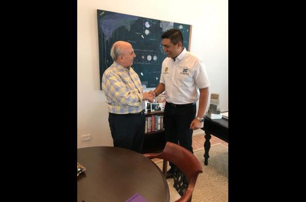 Alcalde de Coral Gables, Raul Valdez, y el director de Distriseguridad, Víctor Hugo Arango.