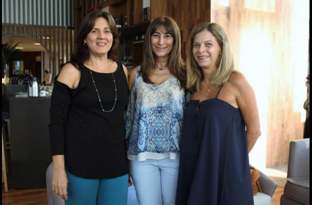 Cecilia López, Karen Bajaire y María G. Dangond.
