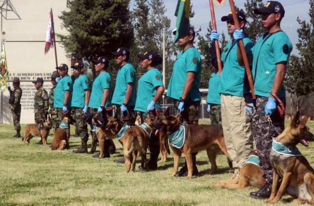 Fotografía durante la graduación del curso de guías caninos.
