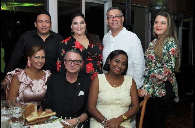 De pie: Daniel Mieles, Cristiana Ferreira, Manuel Pedraza y Marinela De La Ossa; sentados: Tatiana Tarón, Juan Pablo Estrada y Yahelis Orozco.