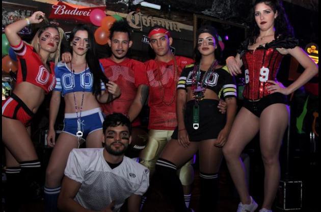 Daniela Cucalón, Linda Barón, Abrahan Castillo, Cristian Quintero, Lina López, Madeleine Alvarado y adelante Isaac Casamayor.