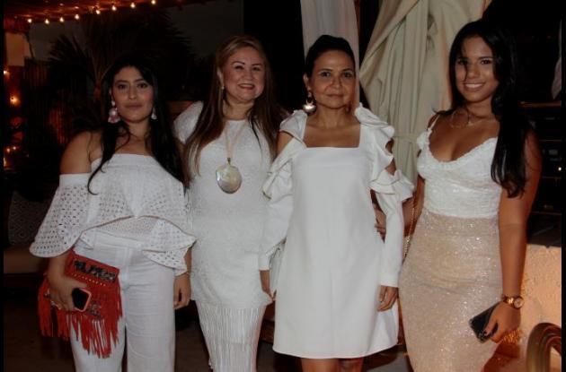 Daniela Lopera, Elaine Maldonado, Glenda Soto e Isabella Toledo.