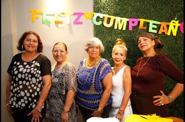 Ediala Vélez, Libia Peña, Amelita García, Toñita Agudelo y Marlene Zabaleta.