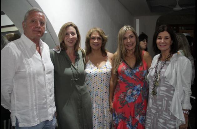 Enrique Feijoo, Marta Zúñiga de Siegert, Gloria Falla, Gladys Martínez y María Cristina Soto.