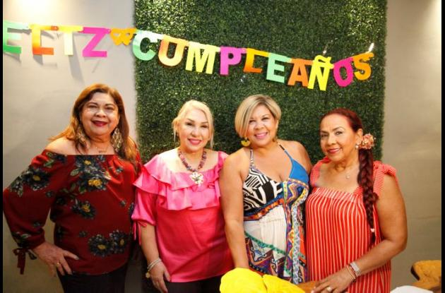 Gladys Juyo, Mirtha de González, Lyda Paternina y Beatriz Cortés.