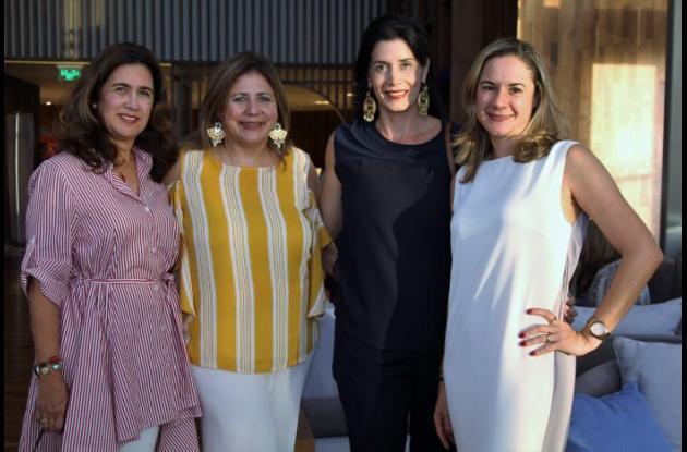 Gloria Lopera, Claudia Lecompte, Claudia Velásquez y Claudia Osorio.