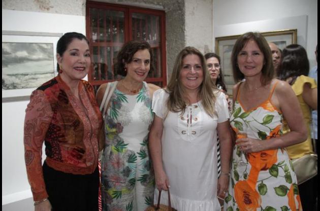 Gloria Paz, Florina Lemaitre, Ángela Mogollón, y Angelina Trucco.