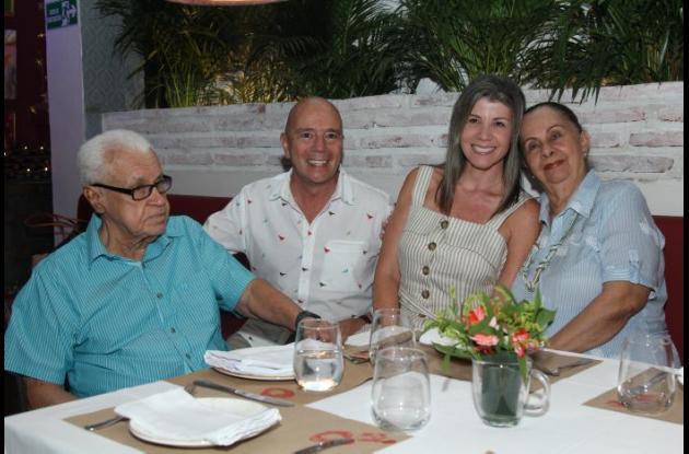 Guillermo Puente, Rodrigo Botero, María Adelaida Molina y Fanny de Puente.