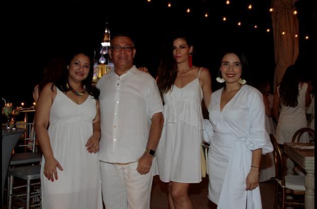Johanna Ortiz, Manuel Pedraza, Carmen Laborin y Sarey Orozco.
