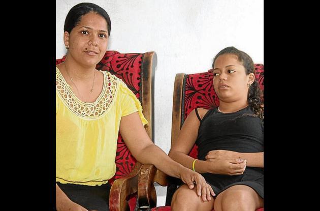Mamá e hija luchan porque la EPS respondan por la atención de la niña.