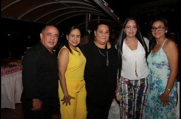Luis Fernando Ocampo, Lourdes Mejía, Olga Perea, Laura Valderrama y Candelaria Del Río.
