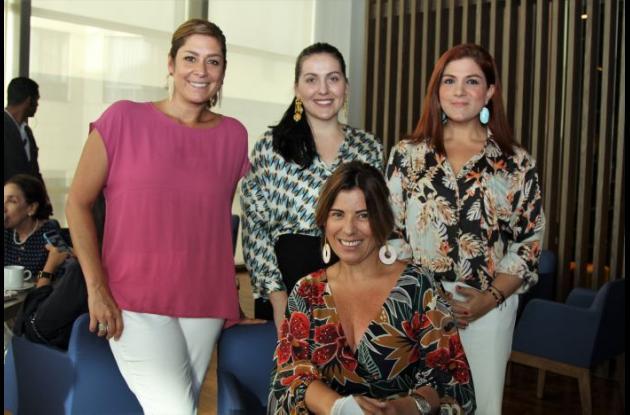 María Eugenia Clavijo, María Rodríguez, Antonella Farah y sentada María Beatriz Antequera.