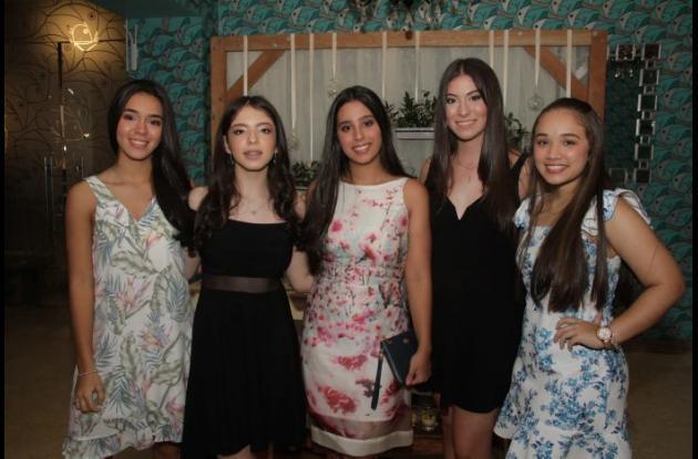 María Patricia Pareja, Michelle Lecompte, Laura Camacho, Catalina Arango y Andrea Rogers.