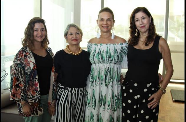 María Paula Bermúdez, Patricia Bermúdez, Diana Pareja y Mary Faciolince.