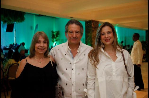 Marta Lucía Fernández, Carlos Alcocer y Ana Alcocer.