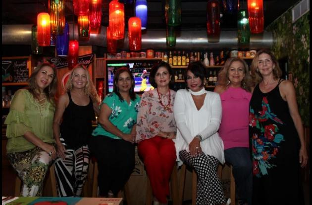 Martha Mejía, Miriam de Lourdes Rodríguez, Martha Barrios, Hilda Cruz, Mayra Rodríguez, Vicky Montenegro y Martha Zúñiga.