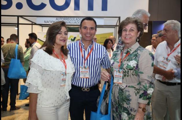 Martha Rondón, Adolfo Kleber y Fabiola Angulo.