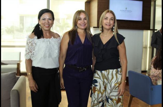 Mary Cruz García, Susi Bermúdez y Cecilia Bermúdez.