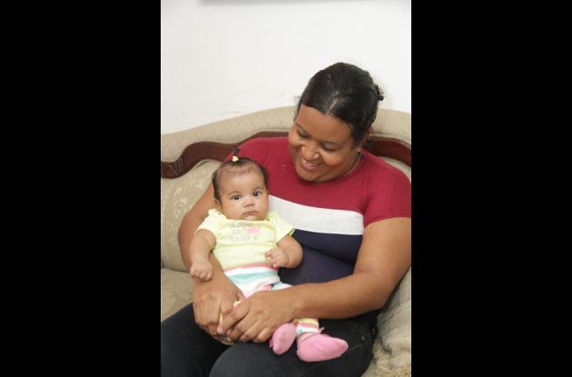 Nasly Camacho Padilla y su hija Mariángel.