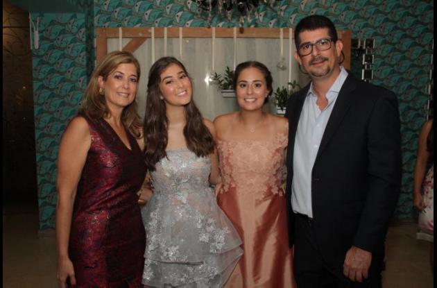 Niurka Rignack, Ana Sofía Arango, Alexandra Arango y Eduardo Arango.