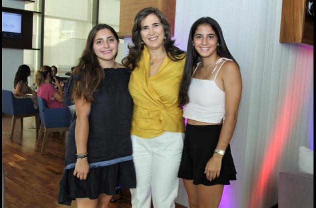 Paulina Eljaiek, Liliana Martínez y Vanessa Eljaiek.