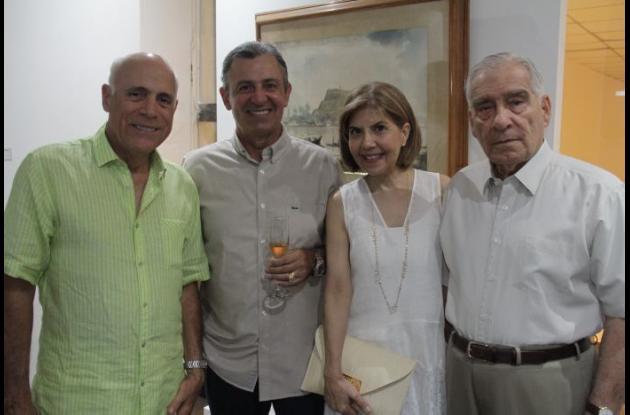 Rafael Tono Lemaitre, Carlos Andrade, Margarita Avendaño y el Almirante (r) Manuel Avendaño.