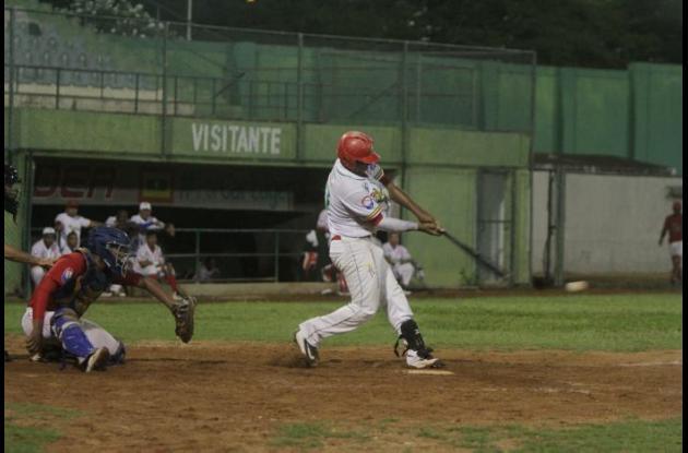 Yeiner Reales, bateador de Tigres de Arenal.