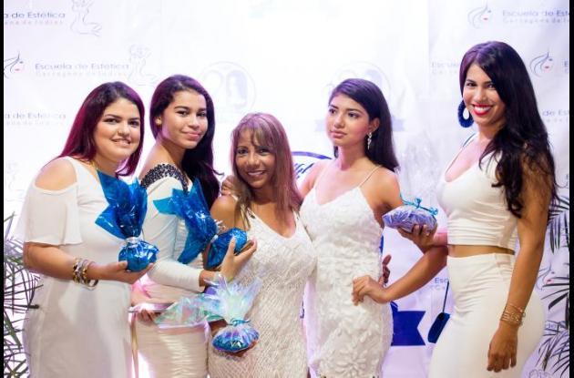 Betty Carrascal, María José Arreola, Ketty Márquez, Karina Torres y Rosa Rodríguez.