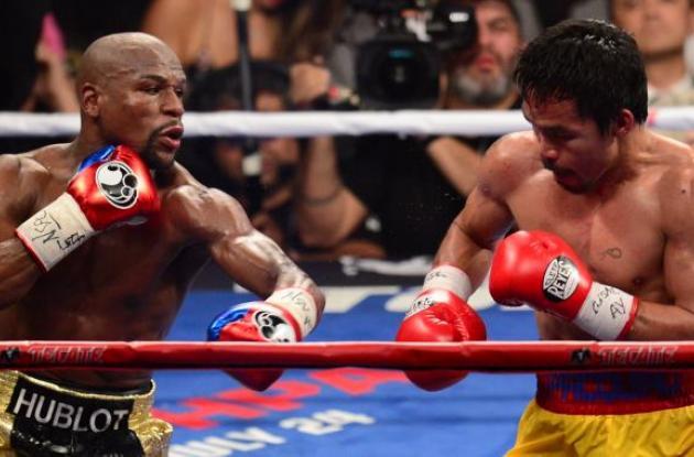 Dos boxeadores combatiendo