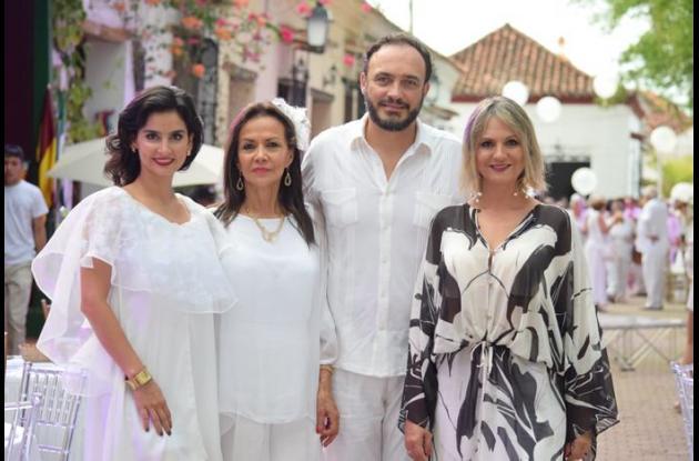 Diana Hoyos, Amanda Neyra,  Carlos Andrade y Adriana Bernal.