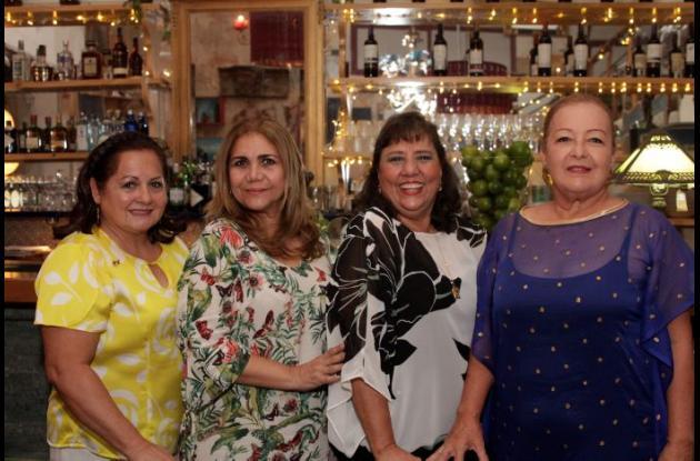 Evelia de Martínez, Lucero Betancourt, Baby de Lecompte y María Eugenia Luján.