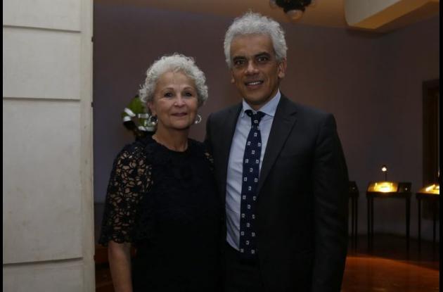 Julia Salvi y Ricardo Lozano, ministro de Ambiente y Desarrollo Sostenible.