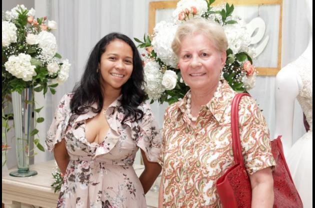 Luz Domínguez y Betty Badrán.