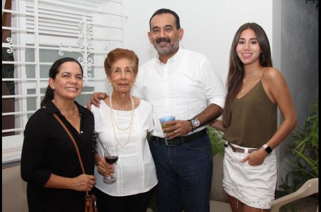 María Eugenia Martínez, RosaAsuad, Luis Villalba y Daniela Villalba.