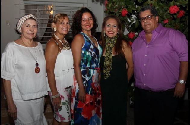 Mildred Figueroa, Margarita Cohen, Larissa García, Diana Cohen y Carlos Mmario Vargas.